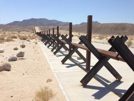 Foto: MUGS Noticias.- Frontera entre México y Estados Unidos en la zona de Laguna Salada, en Baja California.
